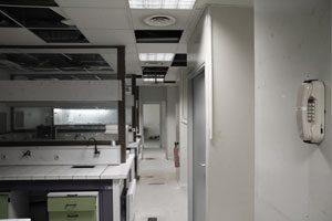 Les salles techniques du laboratoire à l'arrêt définitif